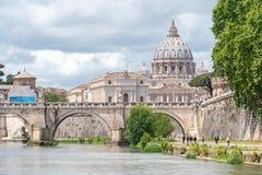 Sant ?Angelo castel Rzym, W?ochy - - Tevere rzeka - zdjęcia stock