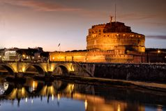 Sant ` Angelo Castle και ποταμός Tiber στη Ρώμη, Ιταλία τή νύχτα Στοκ φωτογραφίες με δικαίωμα ελεύθερης χρήσης