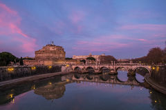 Sant Angelo Castle på solnedgången med härliga färger Arkivfoton