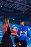 Sant Anna, Italie le 28 mai 2016 ; Mikel Nieve, équipe de ciel, dans le débardeur bleu sur le podium après gain de la classificat Photos stock