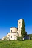 Sant'Antimo Abbey i Kreta Senesi, Italien Arkivbilder