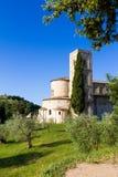 Sant'Antimo Abbey i Kreta Senesi, Italien Royaltyfri Fotografi