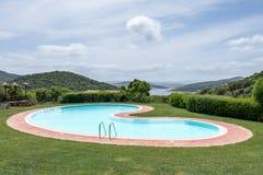 SANT'ANTONIO DI GALLURA, SARDINIA/ITALY - 20 MEI: Zwembad stock fotografie