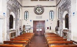 Sant Aurea中世纪大教堂内部看法在Ostia Antica -罗马,意大利 免版税库存图片