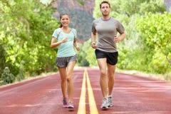 Santé et forme physique courantes - coureurs pulsant Image libre de droits