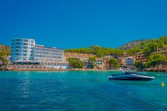 SANT-IEP, MAJORCA, SPANJE - AUGUSTUS 18 2017: De boot van Nice op regelmatige reizen tussen Sant-Iep en Dragonera-eiland in Sant- Royalty-vrije Stock Foto's