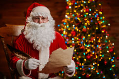 Santa από το χριστουγεννιάτικο δέντρο Στοκ Εικόνες
