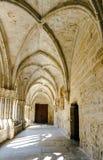 santa Ισπανία poblet μοναστηριών της Καταλωνίας αψίδων cloister corridor de Μαρία Στοκ Εικόνες