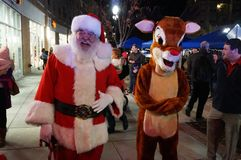 Santa και τάρανδος στο φεστιβάλ Στοκ φωτογραφία με δικαίωμα ελεύθερης χρήσης