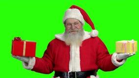 Santa με τα δώρα στην πράσινη οθόνη απόθεμα βίντεο