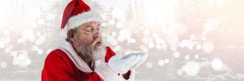 Santa με τα φυσώντας χέρια χειμερινών τοπίων Στοκ φωτογραφία με δικαίωμα ελεύθερης χρήσης