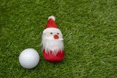 Santa με τη σφαίρα γκολφ στις διακοπές Χριστουγέννων Στοκ Εικόνα