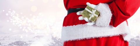 Santa με το δώρο εκμετάλλευσης χειμερινών τοπίων Στοκ φωτογραφίες με δικαίωμα ελεύθερης χρήσης