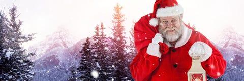 Santa με το φανάρι εκμετάλλευσης χειμερινών τοπίων Στοκ φωτογραφίες με δικαίωμα ελεύθερης χρήσης