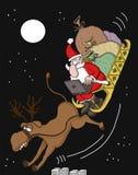 Santa που ελέγχει τις σε απευθείας σύνδεση διαταγές Στοκ Φωτογραφίες