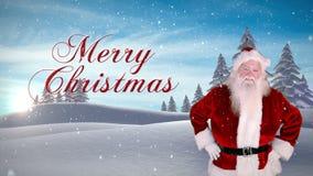 Santa που παρουσιάζει το μήνυμα Χριστουγέννων ενάντια στο χιονώδες δάσος έλατου απόθεμα βίντεο