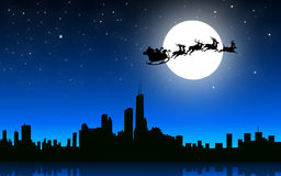 Santa που πετά με το έλκηθρο στην πόλη νύχτας - διάνυσμα Στοκ εικόνα με δικαίωμα ελεύθερης χρήσης