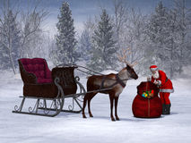 Santa που προετοιμάζει το γύρο ελκήθρων του. Στοκ Εικόνες