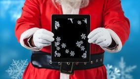 Santa χρησιμοποιώντας την ταμπλέτα με snowflakes φιλμ μικρού μήκους