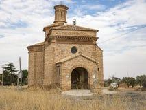 Santa Ana Hermitage en el pueblo del ³ n de CucalÃ, provincia de Teruel, Aragón, España foto de archivo libre de regalías