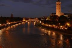 Santa Anastasia i Verona över den adige floden royaltyfri fotografi