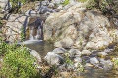 Santa Anita-de stroom van het kreekkristal bij San Gabriel Mountain Royalty-vrije Stock Afbeeldingen