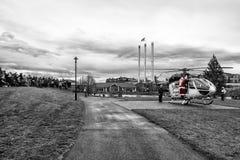 Santa Arrives im Hubschrauber lizenzfreies stockbild