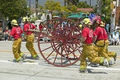 Santa Barbara Fire Department, die altes Löschfahrzeug während der Eröffnungstagparade State Street, Santa Barbara, CA, altes Spa Lizenzfreie Stockfotos