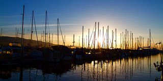 Santa Barbara Harbor con i crogioli di yacht Fotografia Stock