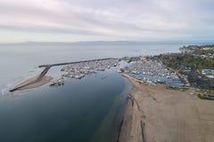 Santa Barbara Harbor en Punt Castillo op Achtergrond stock fotografie
