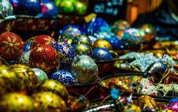 Santa bożych narodzeń lal dekoracji statuy oświetleniowy zbliżenie odizolowywał tła wallpap fotografia royalty free