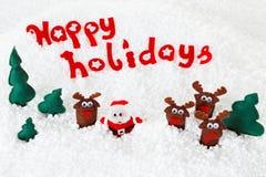 Santa, bonecas dos cervos na neve para o Natal, xmas no branco Fotografia de Stock