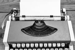 Santa cara sulla macchina da scrivere immagini stock