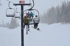 Santa cara, tutta che voglia per il Natale è neve e un passaggio bianco Ski Pass fotografia stock