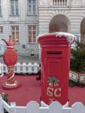 Santa& x27; cassetta delle lettere di s fotografia stock
