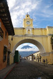 Santa Catalina Arch στη Αντίγκουα Γουατεμάλα Στοκ Εικόνα