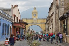 The Santa Catalina Arch. Is one of the distinguishable landmarks in Antigua Guatemala, Guatemala. Built in the 17th century, it originally connected the Santa Stock Photo