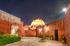 Santa Catalina Monastery Courtyard τη νύχτα Στοκ φωτογραφία με δικαίωμα ελεύθερης χρήσης