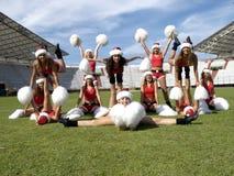 Santa Cheerleaders auf dem Spielplatz lizenzfreie stockfotos