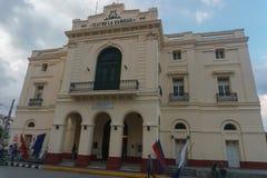 Santa Clara, Куба, 5-ое января 2017: Ла Caridad Teatro outdoors осматривает, общая скульптура перемещения стоковая фотография rf