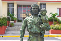 SANTA CLARA, CUBA - APRIL 10: statue of Guevara with a child in Stock Photos