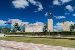 SANTA CLARA, CUBA - 13 DE FEBRERO DE 2016: Monumento de Che Guevara de la visita de los turistas en Santa Clara, Cu fotografía de archivo libre de regalías