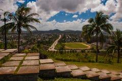 Santa Clara, Cuba: La visión desde la colina de la ciudad Pasos de progresión que van abajo Imágenes de archivo libres de regalías