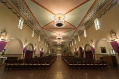 Santa Clara Kalifornia, Marzec, - 9, 2018: Wnętrze kościół misja Santa Clara De Asis Fotografia Stock