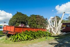 SANTA CLARA KUBA - FEBRUARI 13, 2016: Monument till urspåringen av det bepansrade drevet i Santa Clara, gröngöling royaltyfria bilder