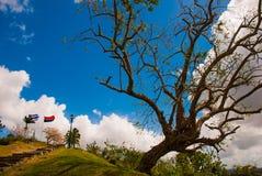 Santa Clara Kuba: Monument av Lomoen del Capiro i Santa Clara Dragning på kullen av staden Framkallning av flaggan av Kuban Royaltyfri Foto