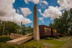 Santa Clara, Kuba: Pomnik pociąg pakował z rządowymi żołnierzami chwytającymi Che Guevara ` s siłami podczas rewoluci Cu obrazy royalty free