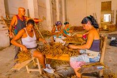 SANTA CLARA KUBA - SEPTEMBER 08, 2015: Handgjort Arkivbild
