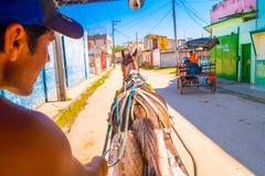 SANTA CLARA KUBA - SEPTEMBER 08, 2015: Sikt centrum i huvudstaden av landskapet, villa Clara Arkivbilder