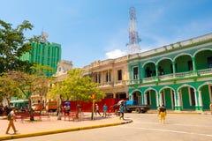 SANTA CLARA KUBA - SEPTEMBER 08, 2015: Sikt centrum i huvudstaden av landskapet, villa Clara Arkivbild